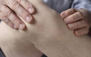 Плохой сон усиливает боль в колене при остеоартрите