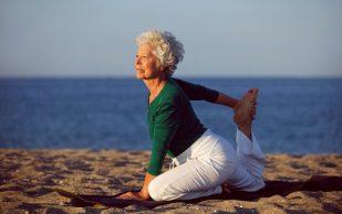 Доказана польза растяжки для пожилых людей