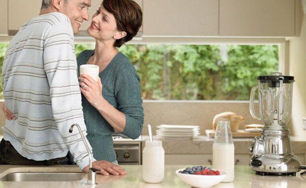 Молочные продукты положительно влияют на кости мужчин, но не женщин