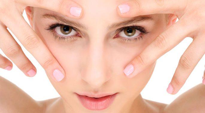 Как продлить молодость кожи вокруг глаз?