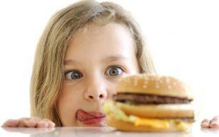 4 самых вредных продукта и напитка для детских зубов