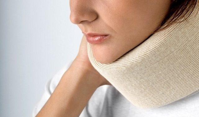 Болит шея: причины и что делать в домашних условиях