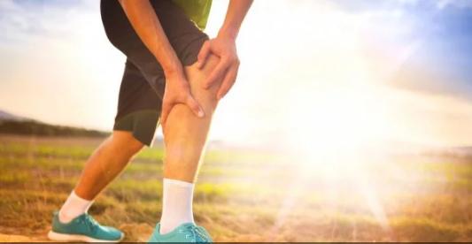 Названы симптомы самых распространенных заболеваний коленей