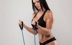 Стало известно, зачем женщинам силовые тренировки