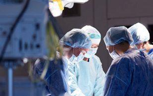 В Омске впервые прошла операция по восстановлению всех структур локтевого сустава