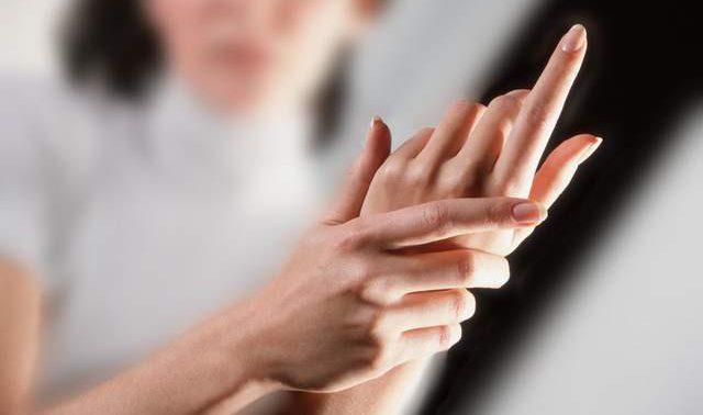 Утреннее онемение рук: названы основные причины