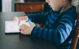 Низкая подвижность ребенка грозит развитием остеопороза