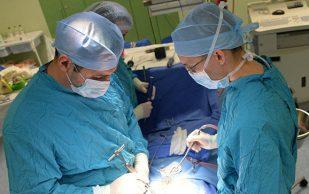 Кубанские хирурги выпрямили позвоночник задыхающейся девушке