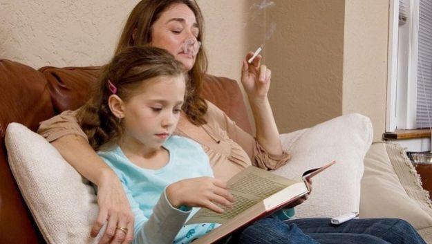 Курение родителей является причиной ревматоидного артрита у ребенка
