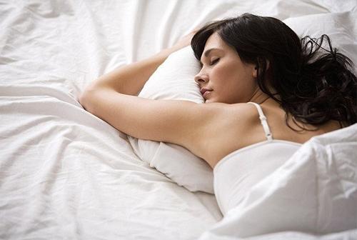 Сон на животе — самая вредная для здоровья привычка!