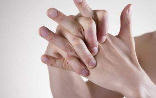 Ученые объяснили, почему пальцы хрустят