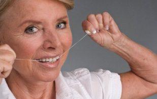Любовь к зубной нити стала причиной болей в колене
