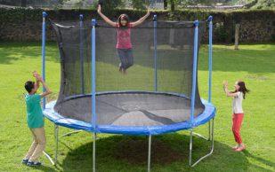 Прыжки на батуте приводят к тяжелым травмам у детей
