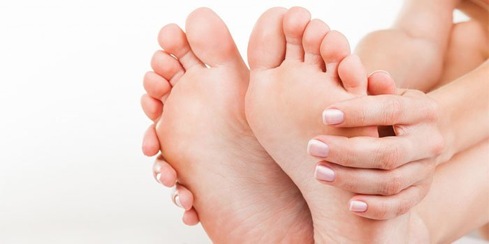 Как вылечить выпирающую косточку на ноге с использованием народных методов?