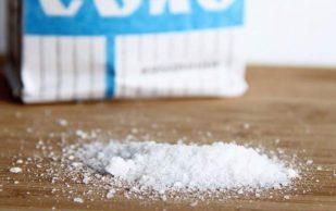 Медики рассказали, как соленая пища действует на кости