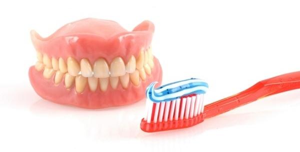 Особенности съемных зубных протезов