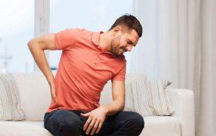 Врачи назвали основные причины болей в спине зимой