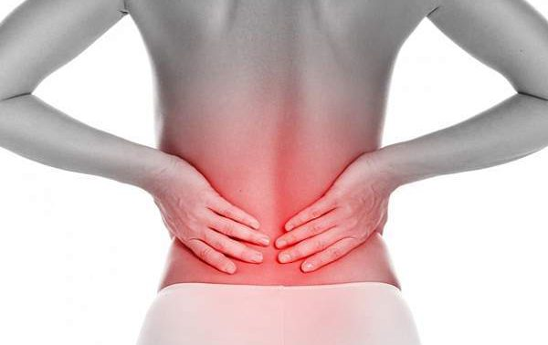 Эти привычки могут спровоцировать боль в спине