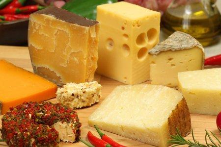 Сыр очень полезен для здоровья костей мужчин