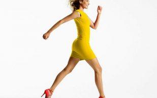 Причиной болей в коленях может быть походка