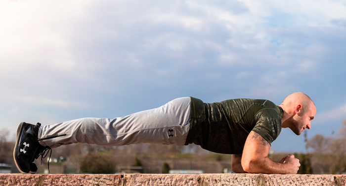 Как заниматься спортом с больной спиной