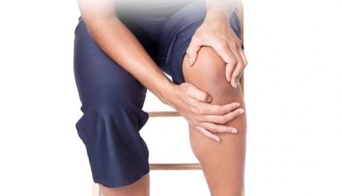 Почему при обычной ходьбе болит колено
