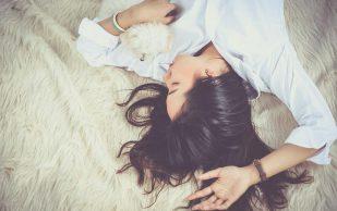 Как спать правильно, чтобы не болела спина