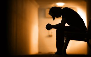 Боли в суставах и влияние негативных эмоций