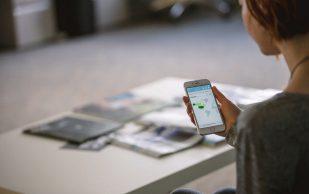 Длительное использование смартфонов может привести к образованию шпор на затылке