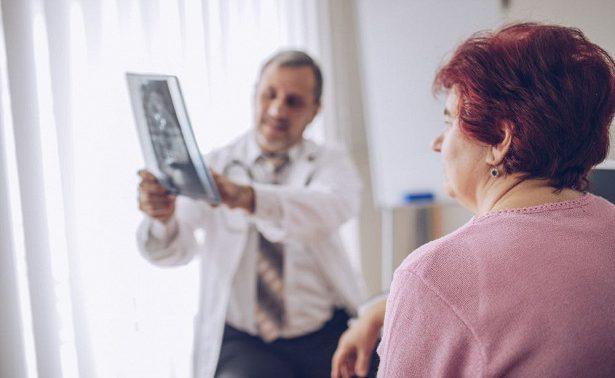Перелом бедра в пожилом возрасте: как избежать?