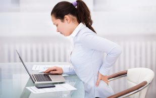Боли в спине во время сидения. Что делать? 4 простых упражнения
