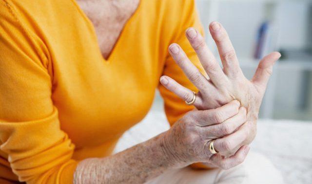 5 частых причин болей в суставах и совет от них избавиться
