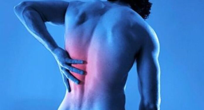 Медики рассказали, о каких проблемах сигнализирует боль в спине