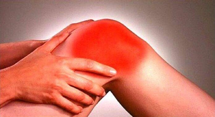 Боли в коленях: названы возможные причины
