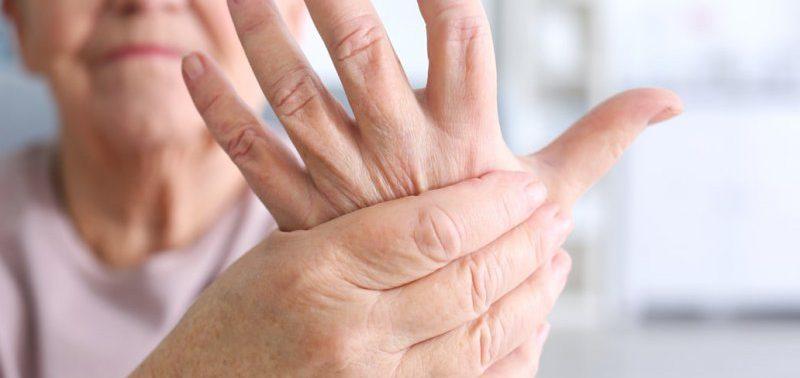 Ученые: горячие руки — признак ревматоидного артрита
