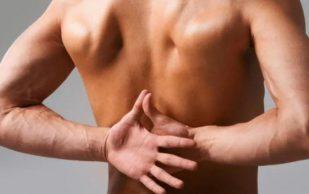 От растяжения до сердечного приступа и рака: о чем может говорить боль в лопатке?