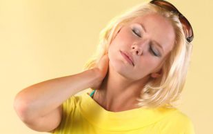 Боль в шее расскажет о страшных заболеваниях