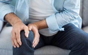 Немецкие специалисты назвали опасные причины боли в коленях