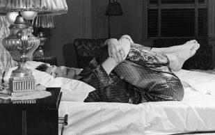 Зачем нужно сгибать колени перед сном