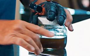 «Умная перчатка» вернет силу хвата жертвам травм и инсультов