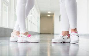 Медицинская женская обувь: что это такое, особенности и кому рекомендуется носить?