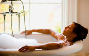 6 рецептов лечебных ванн для снятия боли и воспаления при артрите