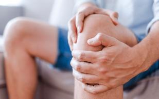Ученые показали, как справиться с болями в коленях
