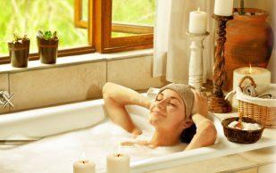5 травяных ванн для облегчения болей в суставах