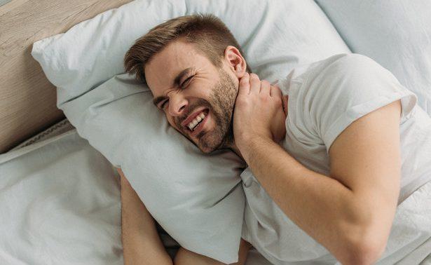 После сна болят шея и спина: о чем это говорит