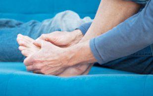 Жжение и покалывание в стопах могут быть симптомами опасных нарушений