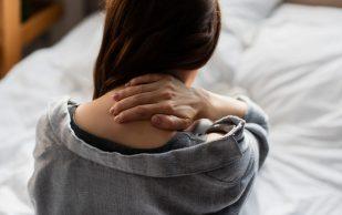 Врач рассказала о причинах боли в шее