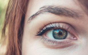 Красные глаза могут быть первым признаком артрита позвоночника
