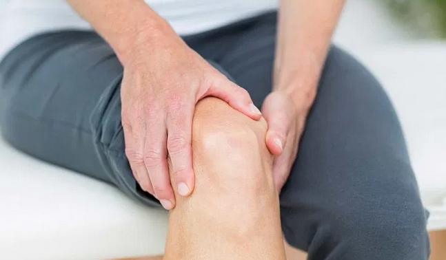 Боль в коленях: в каких случаях без помощи врача не обойтись