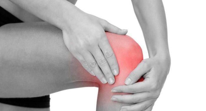 Этот домашний напиток поможет вам устранить боль в коленях и суставах